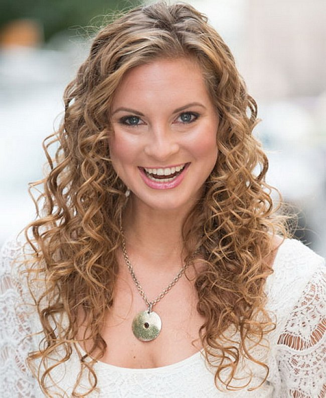 Best Easy Hairstyles for Long Curly Hair