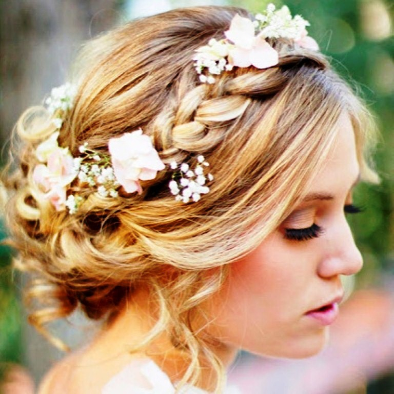 Bridesmaid Hairstyles Ideas For Special Ceremony The Xerxes - Bridesmaid hairstyle beach