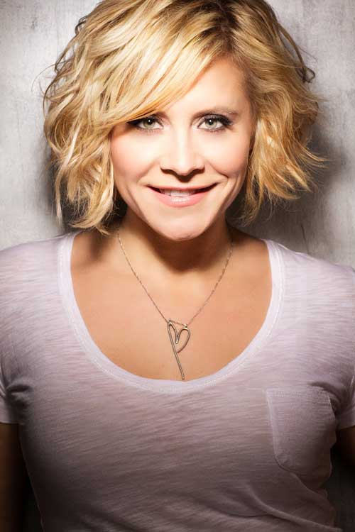 Short blonde wavy hairstyles