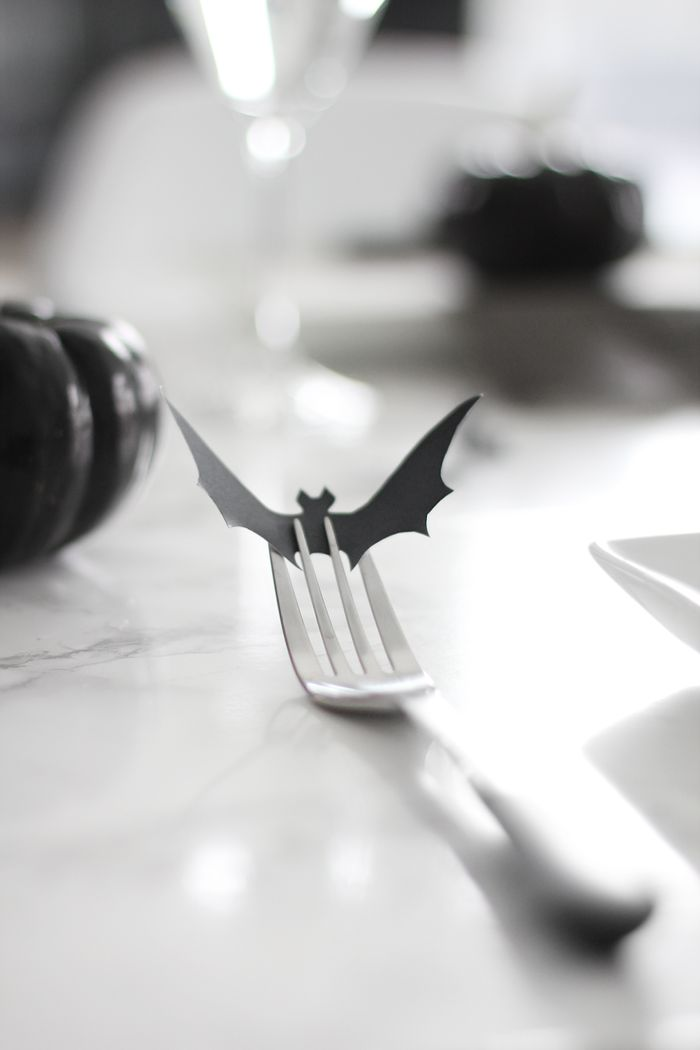 Halloween table setting, cute idea