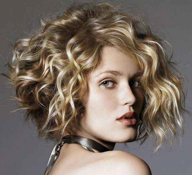 Pretty Curly Hair Styles For Round Faces The Xerxes