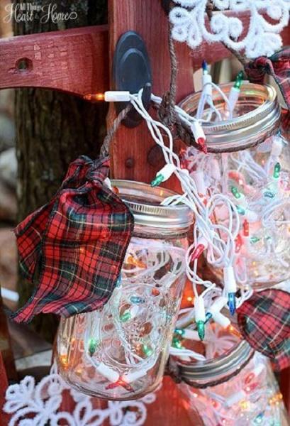Easy-Christmas-DIY-Lantern-Jars