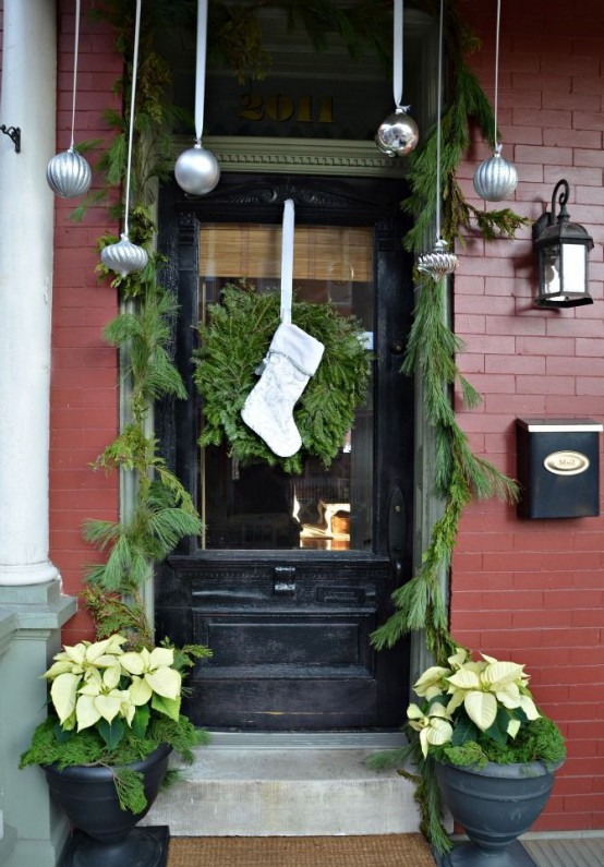 Christmas Door Decorating Ideas Images..