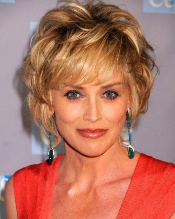 Short Haircuts for Women Over 50 with Fine Hair...