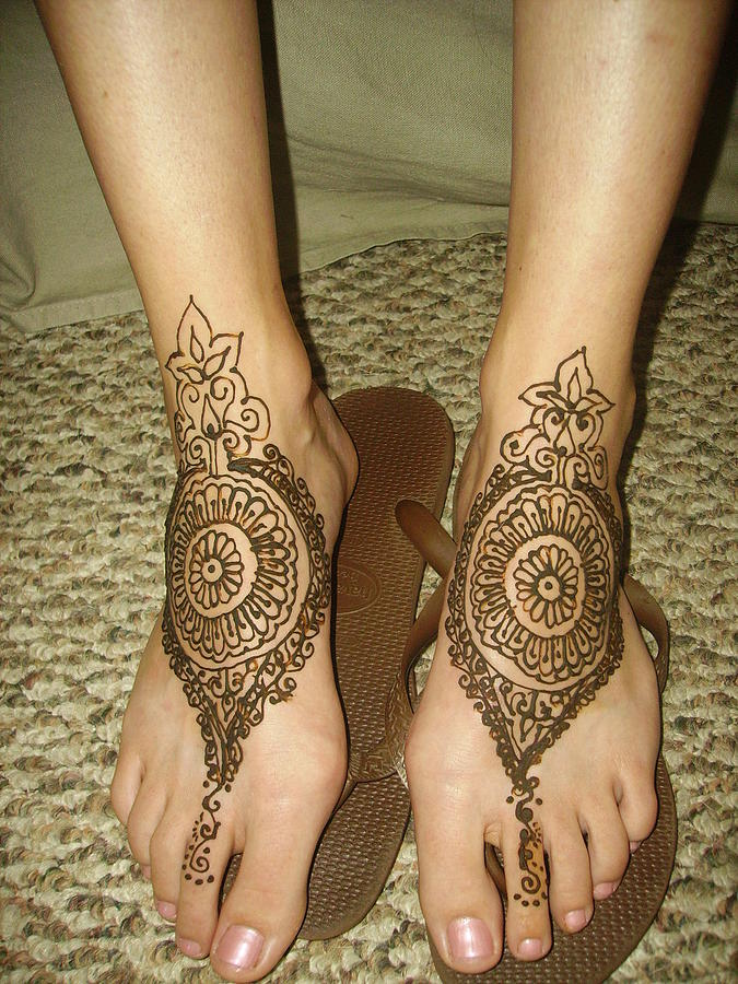 Henna Tattoos On Leg