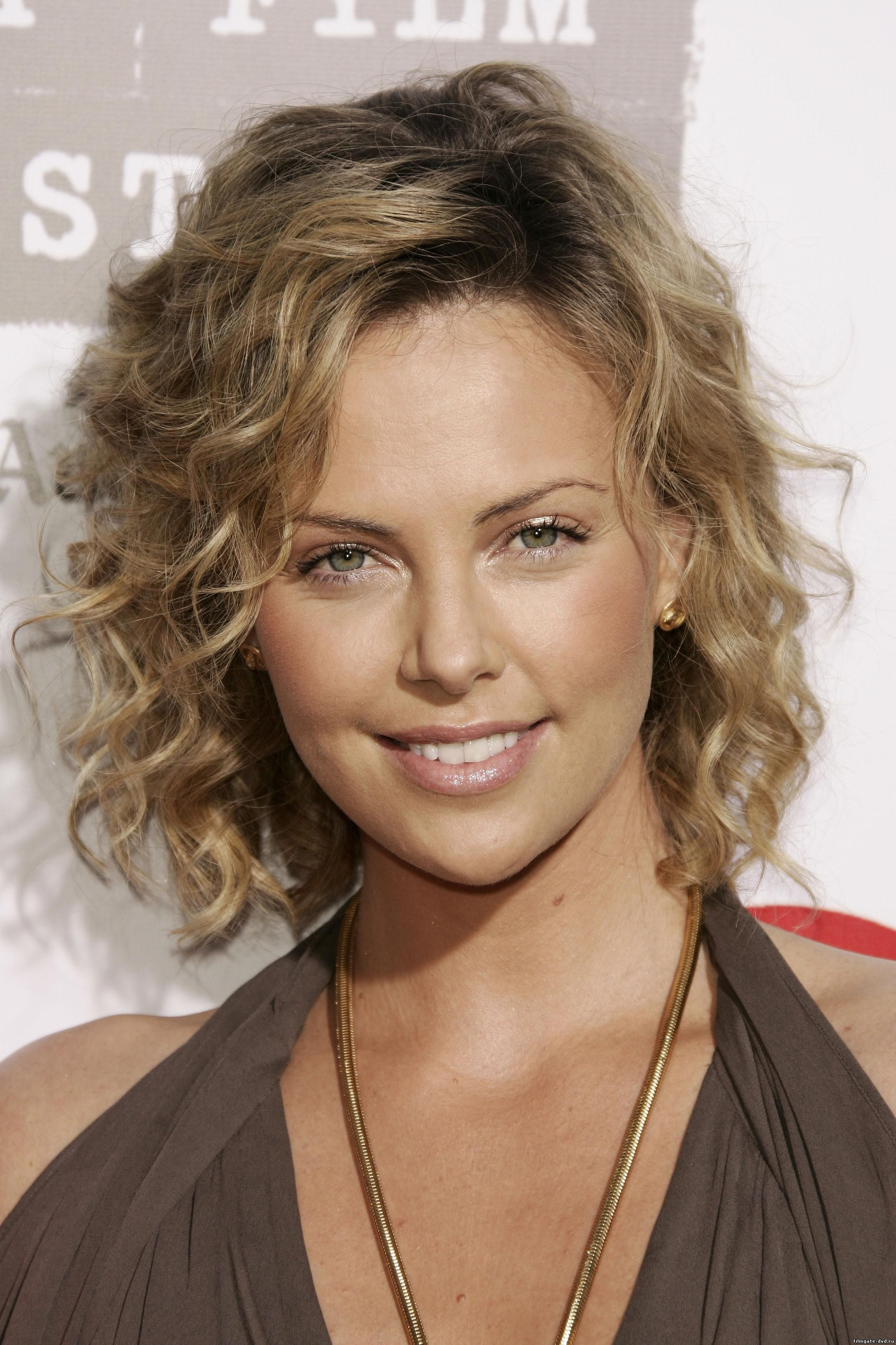 Stylish Haircuts For Curly Hair 25 Best