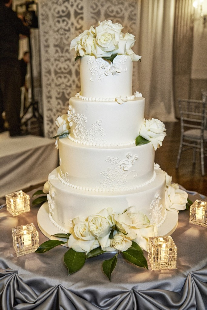 Rose design wedding cake