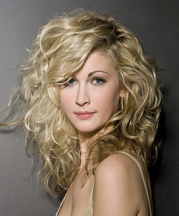 20 Hairstyles For Thick Curly Hair Girls - The Xerxes